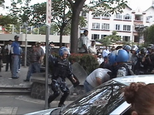 Police Violence in the central park of San Pedro Sula. August 3rd. Image from video taken by Alfredo Bogran.