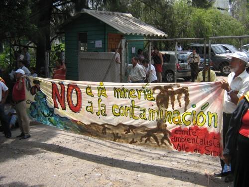 !No a la mineria! frente la mina de Goldcorp. foto: Comite Ambientalista del Valle de Siria