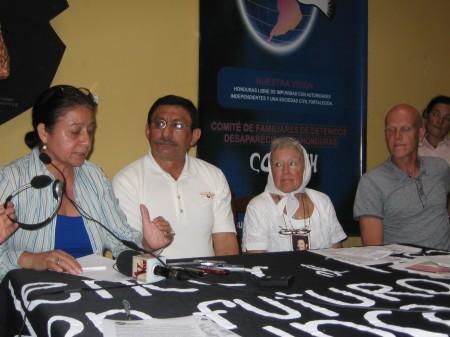 Conferencia de prensa de la Mision Internacional. Tegucigalpa, 28 de julio. Foto: Sandra Cuffe