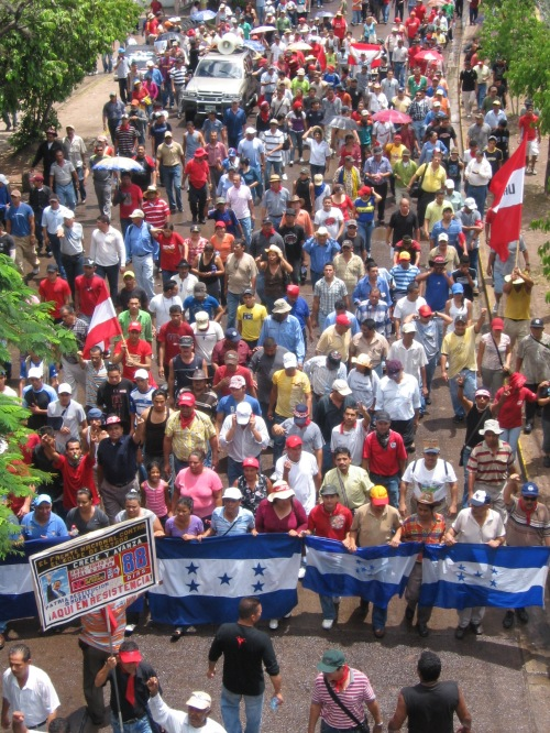 Resistencia en marcha, Tegucigalpa, 23 septiembre. foto: Sandra Cuffe