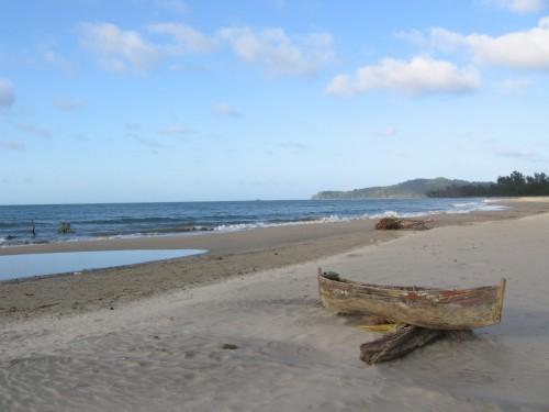 Cayucos en la costa Garifuna. Photo: Sandra Cuffe