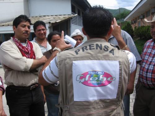 Periodista de Radio Globo en El Ocotal, Nicaragua, en julio 2009. Foto: Sandra Cuffe