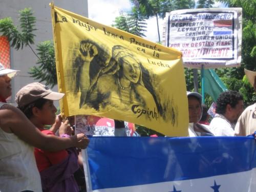 Mujeres indigenas Lencas, presentes en la Resistencia. Foto: Sandra Cuffe
